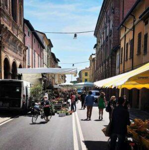 Da domani il mercato ambulante dalla via Emilia ritorna in Piazzale Roma